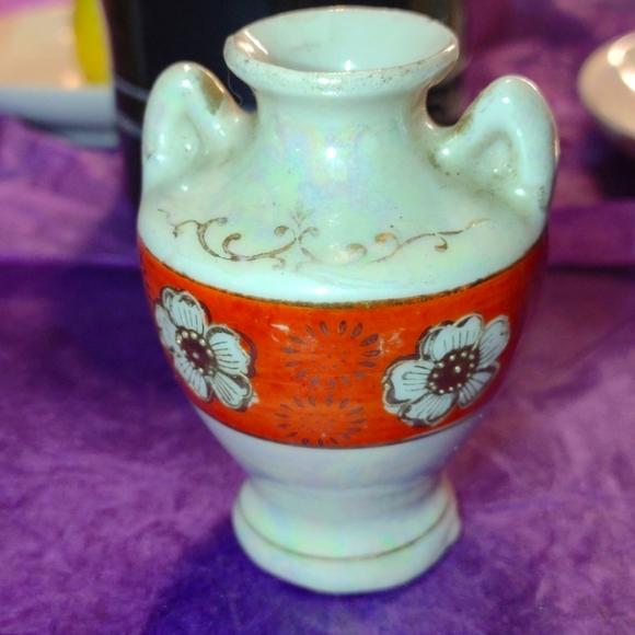 Beautiful trinket vase made in Japan